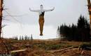 Жуткие скульптуры невидимого человека, который сливается с природой