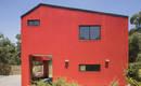 Вилла La Roja: ярко красный дом в Чили