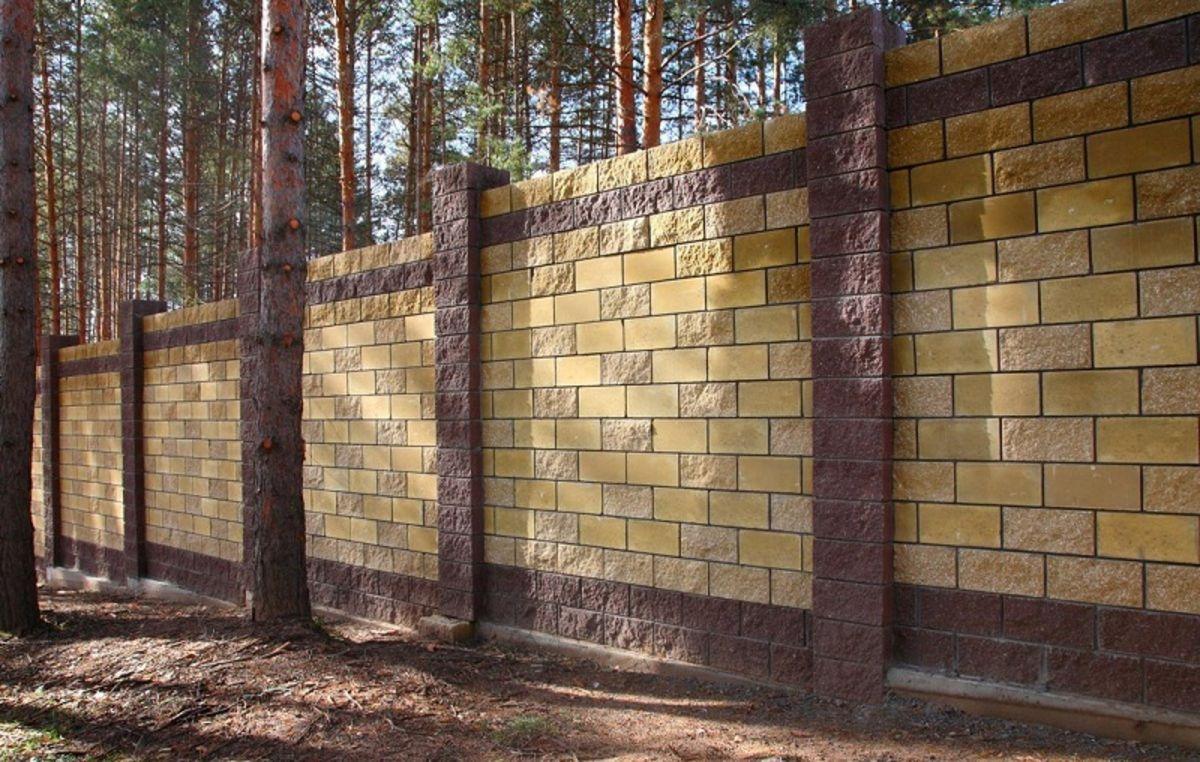 положил забор из колотого блока и дерева фото одного