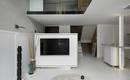 Обтекаемые формы и белый цвет: чистая квартира с гибкой планировкой