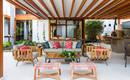 Впечатляющий уютный дом, максимально объединенный с природой
