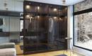 Что лучше: отдельная гардеробная или прозрачный шкаф, как часть комнаты?