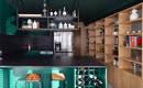 Стильная современная квартира с эффектной темной кухней